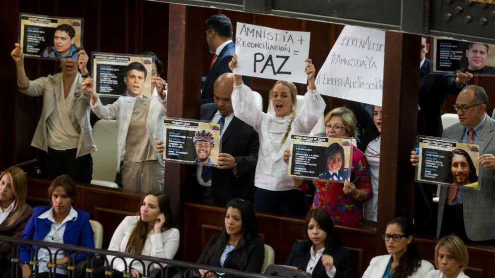 La Organización No Gubernamental @PorHumanidad enviará lista de presos políticos venezolanos a la OEA y a la ONhttps://t.co/aK6PG3Biy4U