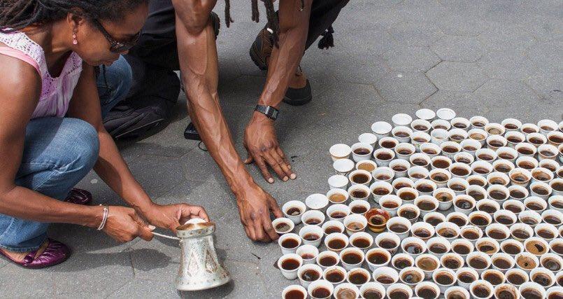 """Image result for """"Srebrenitsa'nın kadınları en çok eşleriyle beraber kahve içmeyi özlüyorlar. Öldürülen 8,372 erkeği temsilen hazırlanan kahve fincanları..."""" •••"""