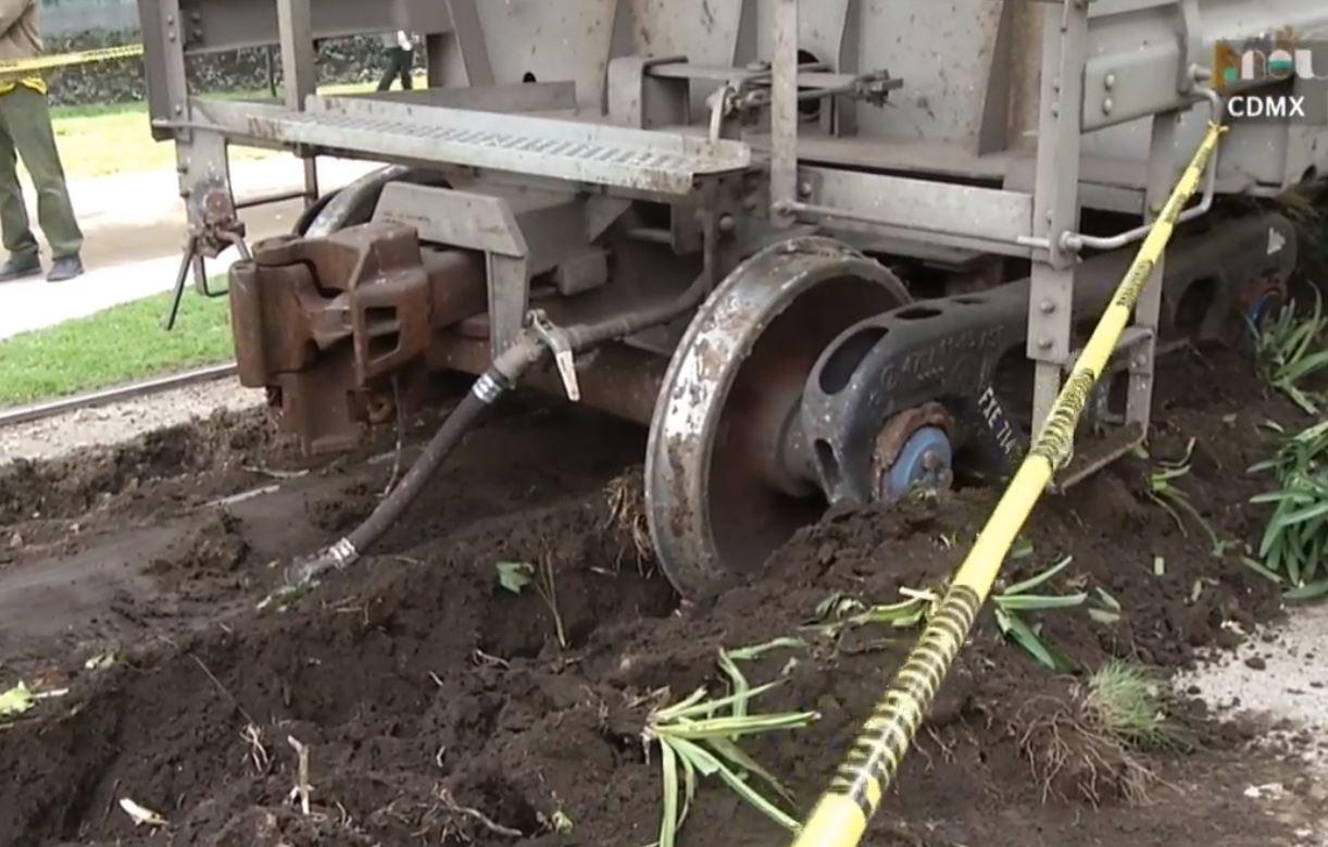 Se descarriló un tren en avenida Ferrocarril de Cuernavaca, en la CDMX. #PuntoNews https://t.co/lVrucDIwv4 https://t.co/prVEnySIzx