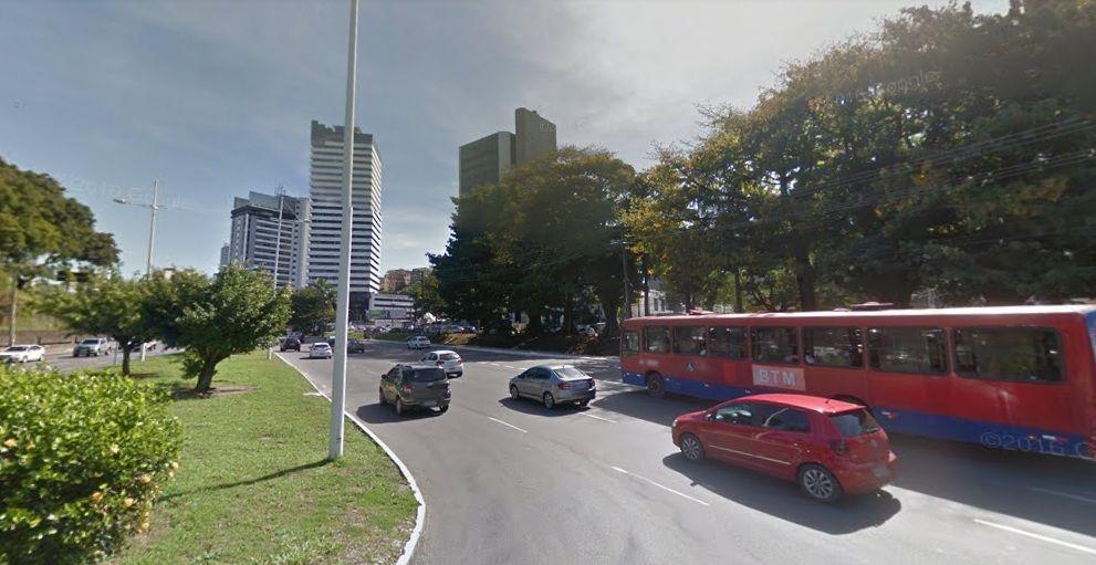 Obras do BRT provocam alterações em pontos de ônibus na Avenida ACM https://t.co/yFPrO5IXm8