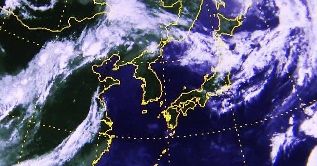 위성으로 본 '폭염 지도'…구름 없이 '뻥' 뚫린 한반도 상공. 일사량 많아져 연일 최고기온 기록 경신. 이번 폭염은 티베트 열풍 지속 여부가 변수. https://t.co/H7Rkm5lC4k