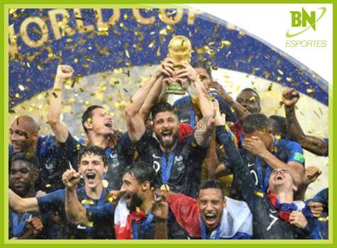 Destaque em Esportes: Humorista e jogo de vídeo-game previram título da França https://t.co/9B8S5eahfK