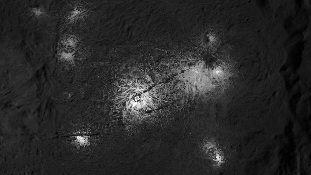 Brilliant, salty deposits are seen by @NASA_Dawn decorating dwarf planet Ceres like a smattering of diamonds. But how? The science behind these bright spots show they formed after a slushy brine made its way to the surface. Take a closer look: https://t.co/F0r1DgZQEe