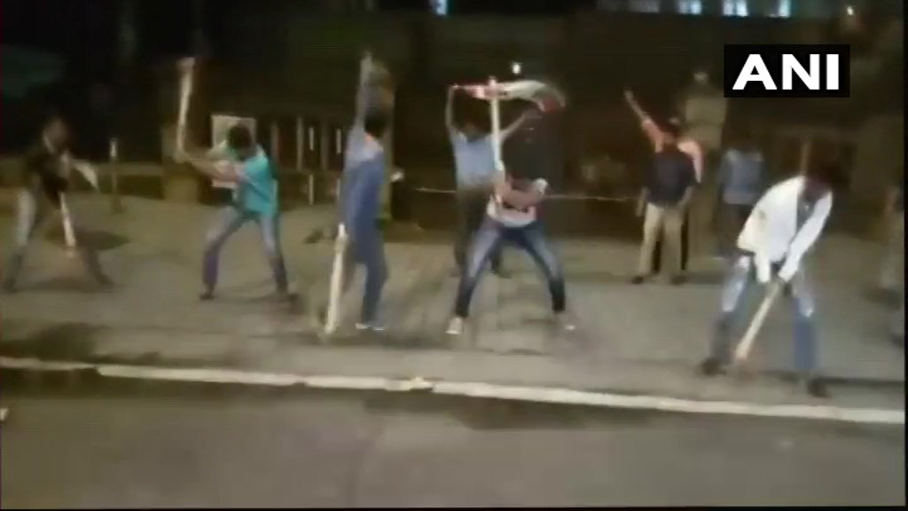 #Maharashtra: MNS workers break road in front of Mantralaya in Mumbai to protest against potholes in the city, late last night.