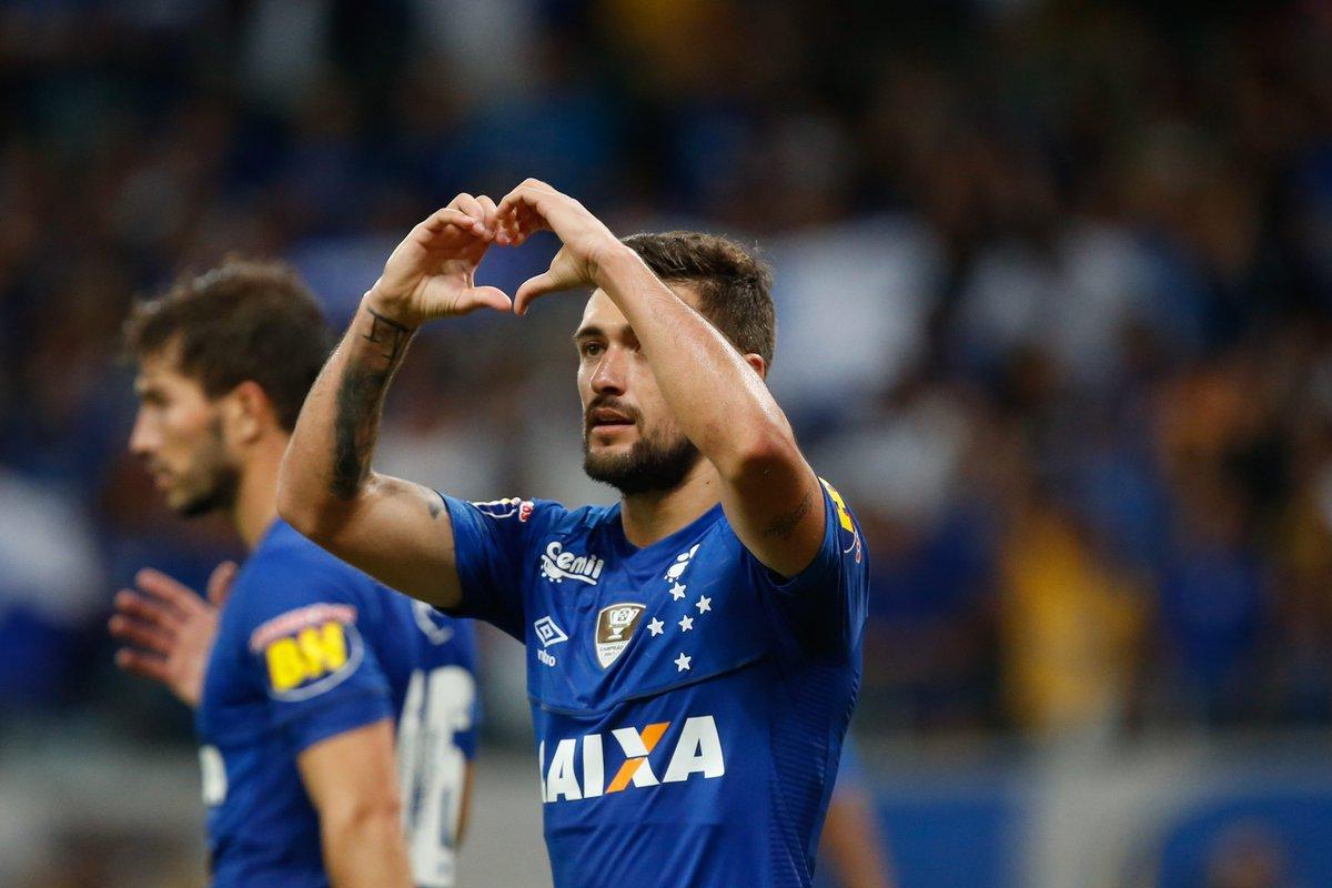 Ouça na voz de Pequetito os gols do empate do Cruzeiro com o Atlético-PR #Cruzeiro #CopaBR  https://t.co/dpDmjrAwR2