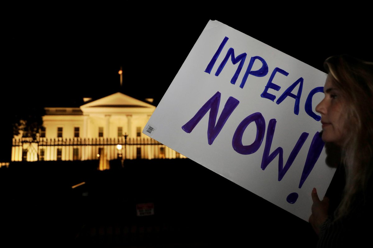 Protesters Swarm The White House Calling For Trump's Impeachment As Soon As He Arrives Back In The US  http:// dlvr.it/Qbnf1K  &nbsp;  <br>http://pic.twitter.com/wr4t199Wjs