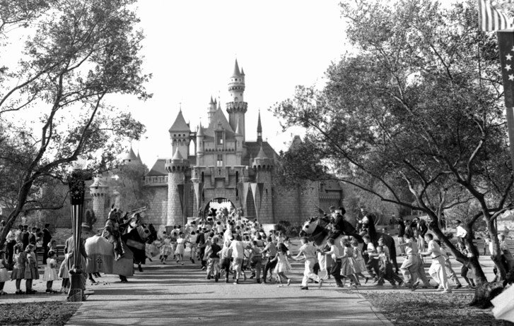 #OTD, the happiest place on Earth opened. See what else happened #TodayinHistory. https://t.co/iEw1FEFkGj