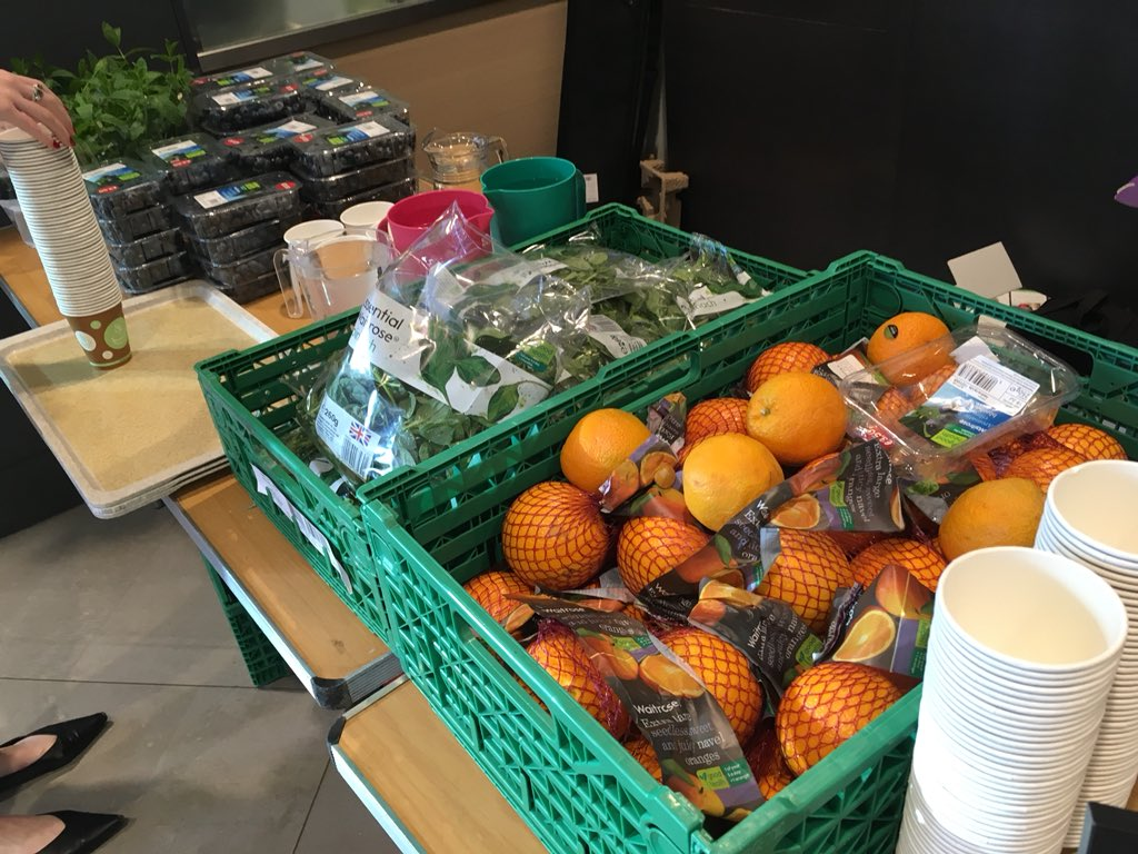 The team are getting everything ready for the John Lewis smoothie morning 💪  That's A LOT of oranges to peel 😜