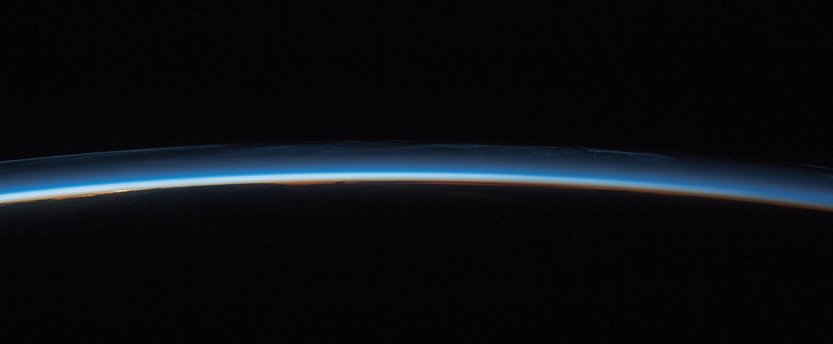 High, cold and icy. These polar mesospheric clouds are still a mystery to science, but the #SpaceStormHunter outside Columbus is investigating. At around 80 km altitude, they often reflect the sun while Earth underneath is already dark, appearing noctilucent. #Horizons