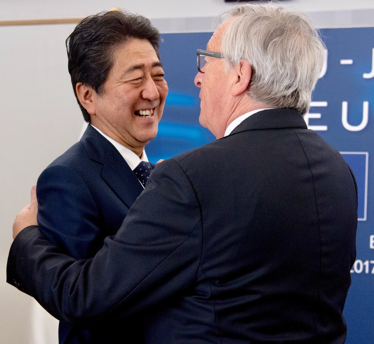 With PM @AbeShinzo, we have just concluded negotiations on reciprocal #data adequacy. The #EU and #Japan will create the world's largest area of safe data flows. We are shaping global standards and upholding the fundamental right of #dataProtectionProhttps://t.co/lqfKUeELultection.""