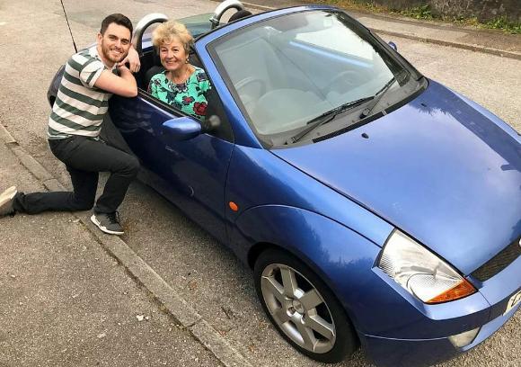 カラパイア : 自分の車を売ってまで自分の夢を応援してくれた母親に、息子が12年後のサプライズ(イギリス) https://t.co/SDsltA4xbt