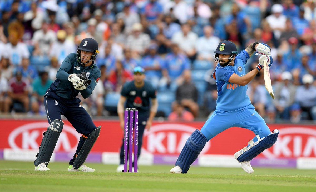 ENG vs IND: धीमी बल्लेबाज़ी की वजह से एक बार फिर से आलोचकों के निशाने पर आए धोनी, उठी टीम से बाहर करने की मांग 1