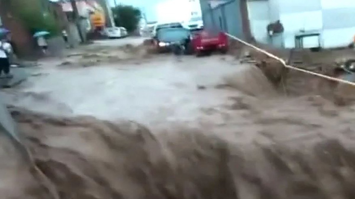 [JTBC 뉴스룸] 베이징, 20년 만의 '홍수'… 인근 주민 수천 명 긴급 대피. 남부 지역은 40도 폭염으로 신음 https://t.co/V8WPMGEiA9