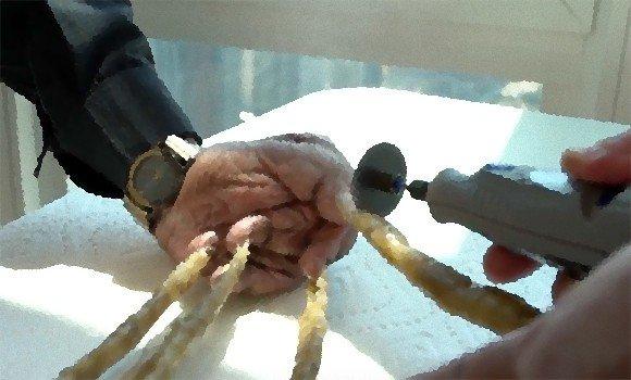 カラパイア : 一番長い爪で2メートル近く!「世界で最も長い片手の爪」を持つ男性、66年ぶりに爪切り(長爪注意) https://t.co/dNMyyFB0Q4