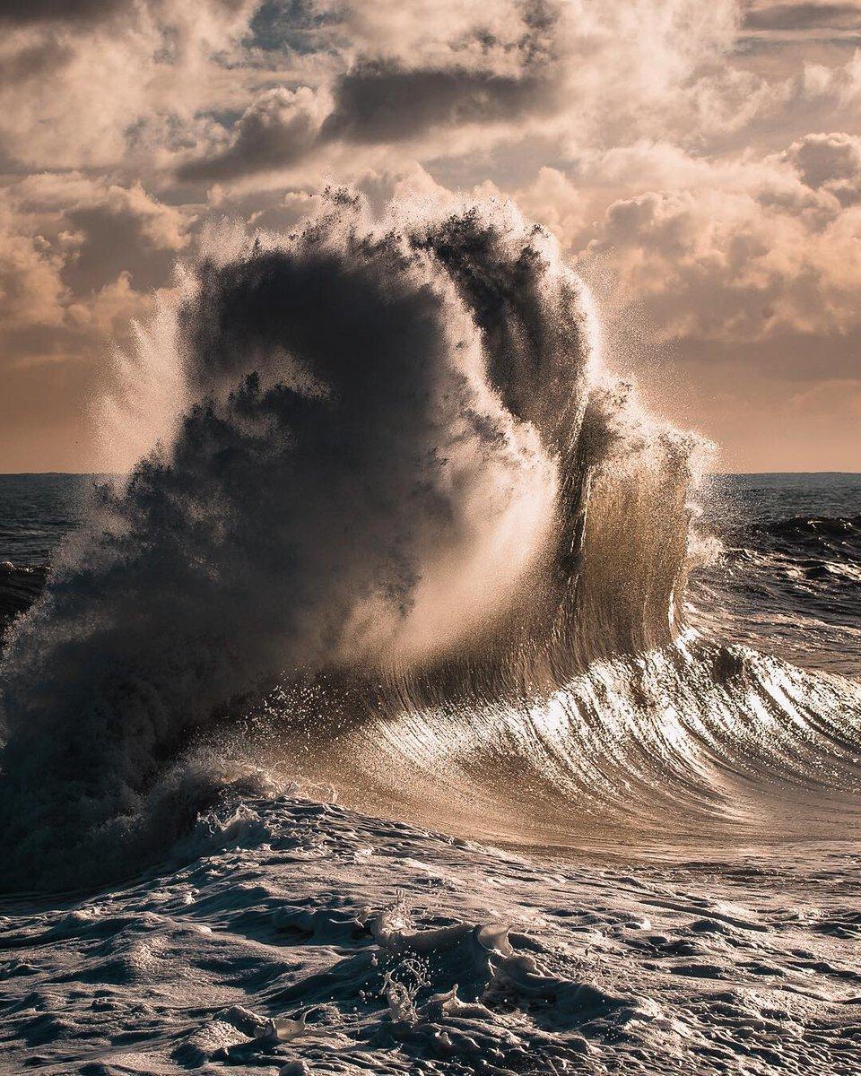 выше красивые картинки большие волны от любви люди торгуют, выкладывают