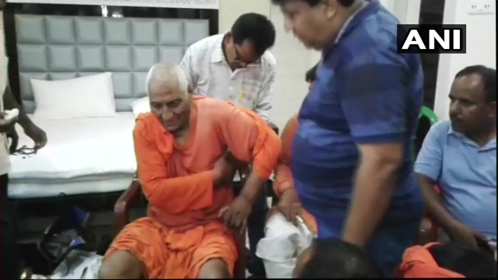 Jharkhand - Activist Swami Agnivesh Attacked Allegedly By BJP Workers  #WTFnews