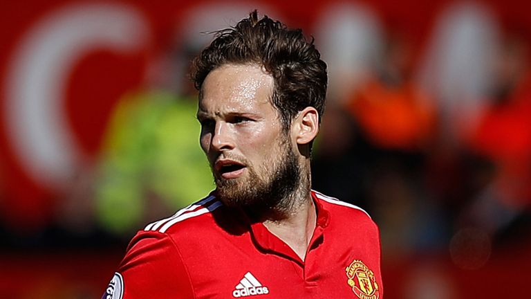 BREAKING: @AFCAjax sign Daley Blind from @ManUtd on four-year deal for fee rising to £18.1m. #SSN https://t.co/SXHVL2F6VY