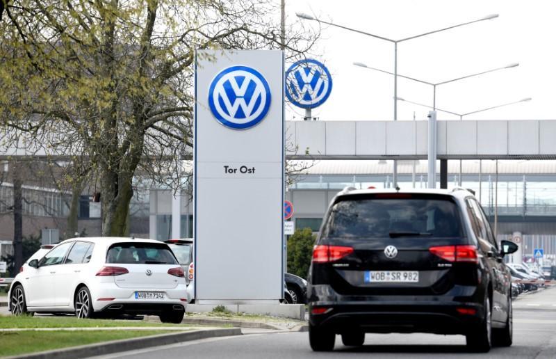 EU says Volkswagen yet to guarantee emission fix does not impair cars https://t.co/EESuEta46Q https://t.co/iZgDI01izF