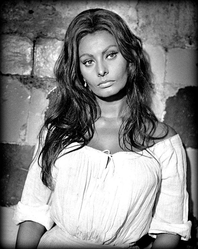 Tras siglos de sometimiento y patriarcado, el hombre logró hacerle creer a todes que esta mujer es linda.