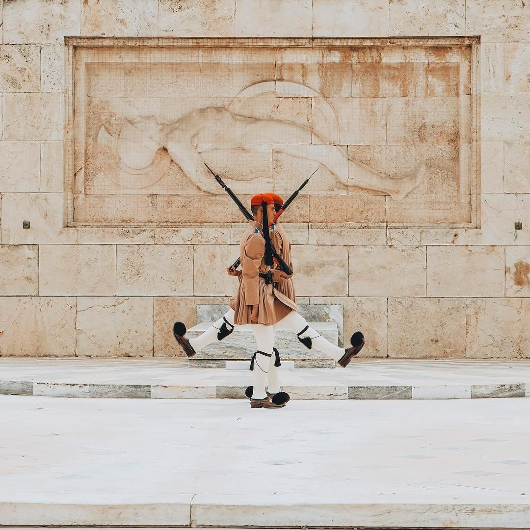 Come check out the &quot;evzones&quot; as they guard the Tomb of the Unknown Soldier in Syntagma Square. #ThisisAthens Photo by @explorabella<br>http://pic.twitter.com/wDv5BwoCCt