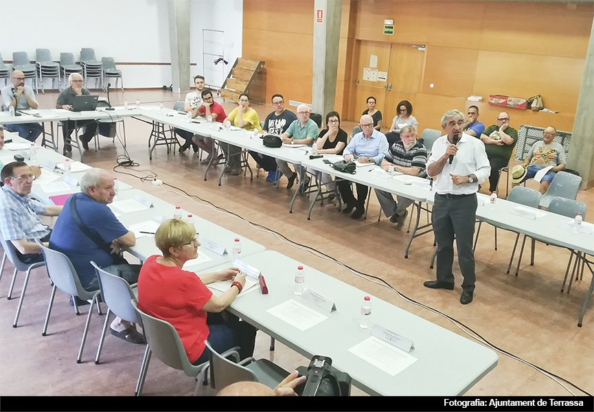L'alcalde de #Terrassa, @Alfve, va exposar ahir el marc pressupostari del 2019 a la reunió plenària del Consell Municipal del Districte 5, #CMD5. El propers dies també assistirà als plenaris programats a tots els CMD