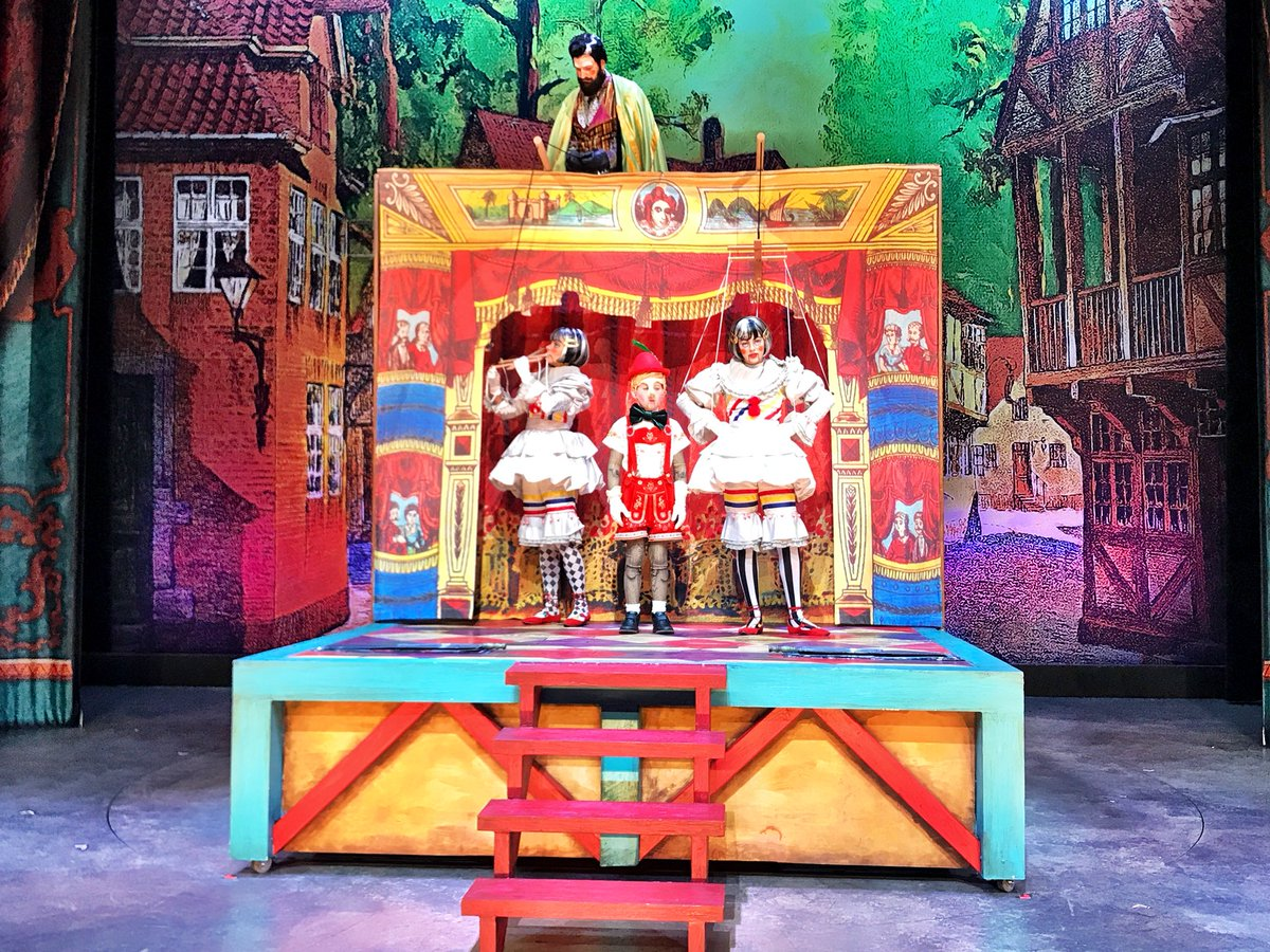 A song from Pinocchio on @KSL5TV @Hale_Theatre in a few minutes #KSLAM <br>http://pic.twitter.com/Ycj3fbgMrI &ndash; à Hale Centre Theatre Sorensen Legacy Jewel Box Theatre