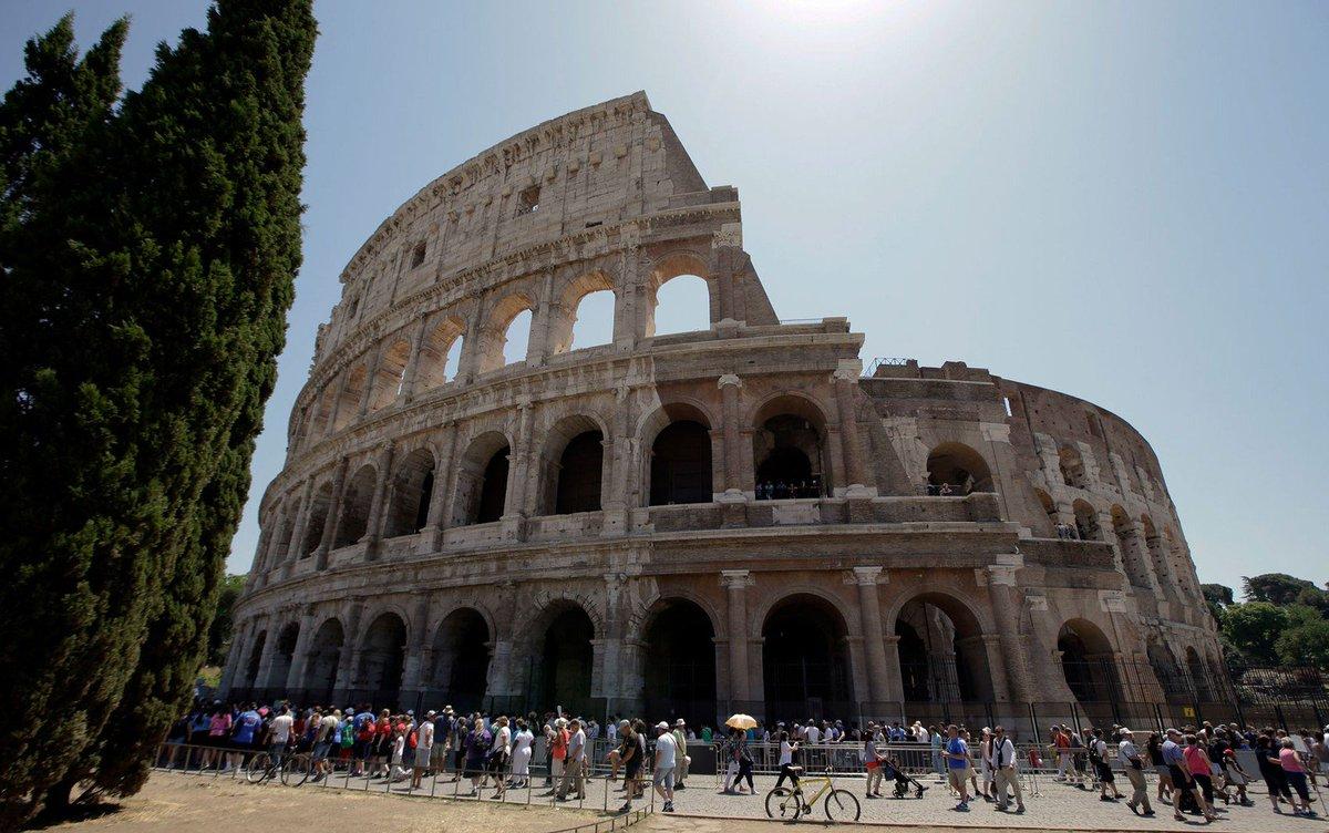 Brasileiro de 17 anos é denunciado por vandalismo após gravar inicial no Coliseu, em Roma https://t.co/E2UJ5NFn6H #G1