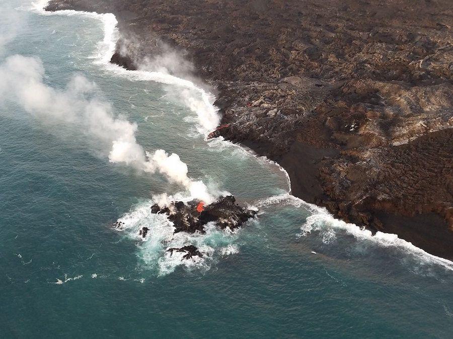 Lava from the Hawaii volcano has created a tiny new island off its coast https://t.co/Z9JrGSVZkG