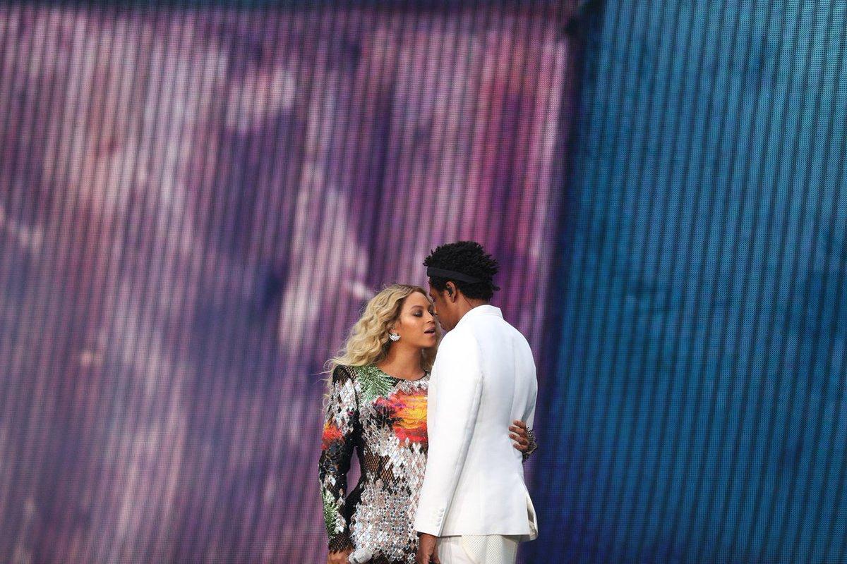 RESORT GLAM, @Beyonce wears a #BALMAINRE19 dress during her Paris concert for the #OTRII tour #BALMAINARMY<br>http://pic.twitter.com/yOnoevGrEl