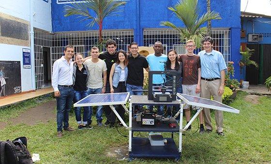 Estudiantes caleños y estadounidenses se las 'ingenian' por la innovación social - UAO