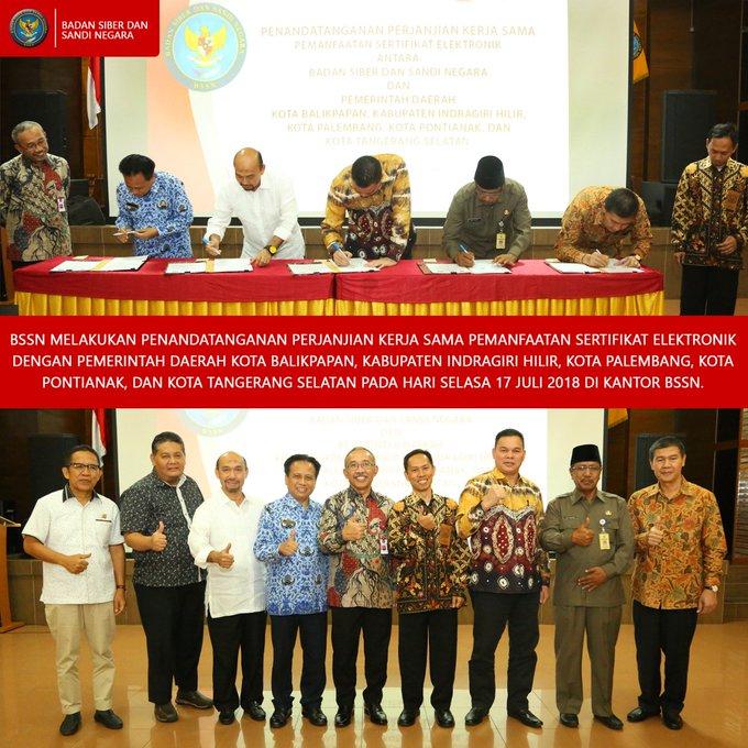 BSSN melakukan penandatanganan perjanjian kerja sama pemanfaatan sertifikat elektronik dengan Pemerintah Daerah Kota Balikpapan, Kabupaten Indragiri Hilir, Kota Palembang, Kota Pontianak, dan Kota Tangerang Selatan pada hari Selasa, 17 Juli 2018 di Kantor BSSN. Photo