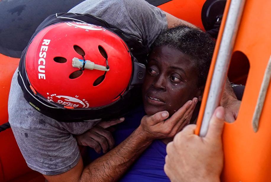 Questa carezza.   Mediterraneo. 17 luglio 2018.   Foto Reuters/Juan Medina