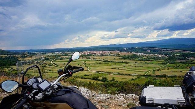 Repostin @marchoenmoto a fellow motorcycle enthusiast! #f800gsadventure #bmw #bmwmotorrad #makelifearide #bikelife #motolife #motorbike #adventure #adventuretime #moto #travel #trip #instamoto #motorcycle #bigtrailpic.twitter.com/XjrAaP5bwT