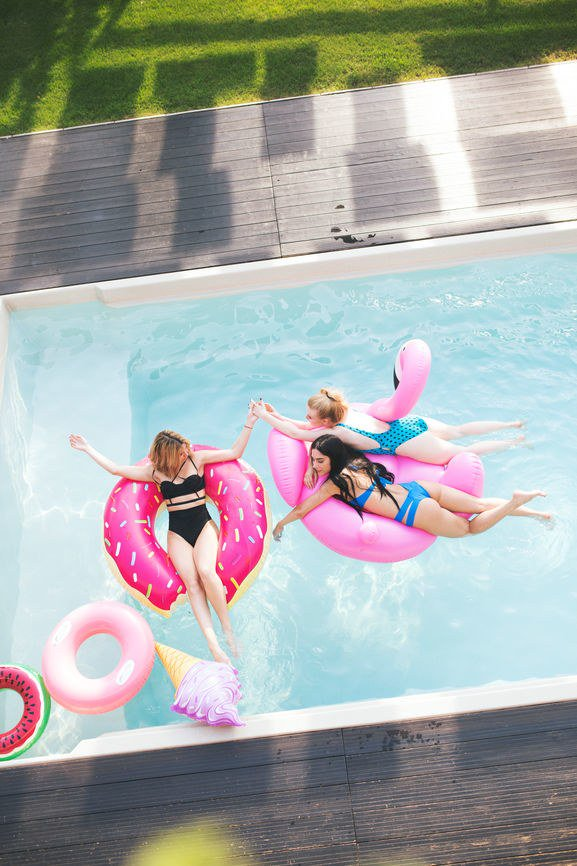9 Picture-Perfect Pool Floats For A Summer Bachelorette Party https://t.co/73nW4XzLzM