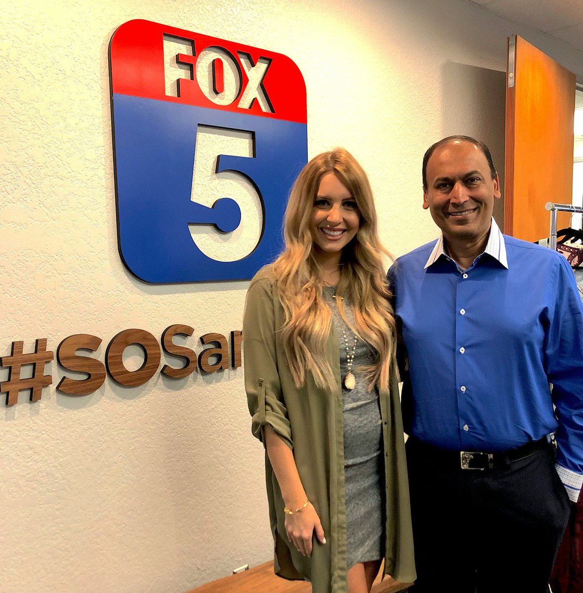 Catch San Diego Seller Stylist, Kylie, and our founder & CEO, @marrc, live now on @fox5sandiego! 🙌🏼
