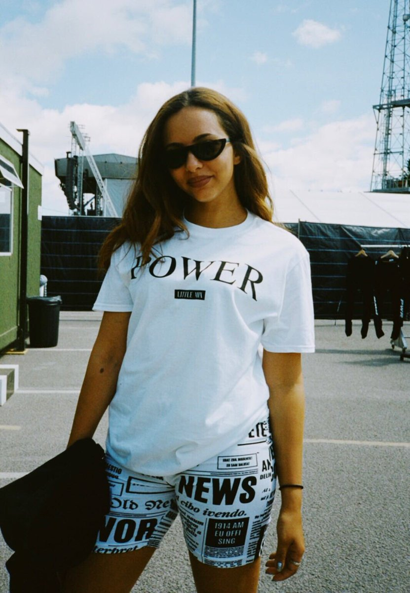 Whether you're going to any of the #SummerHitsTour dates or not... this new merch is 😍 https://t.co/LRWo9mmOeT jade x