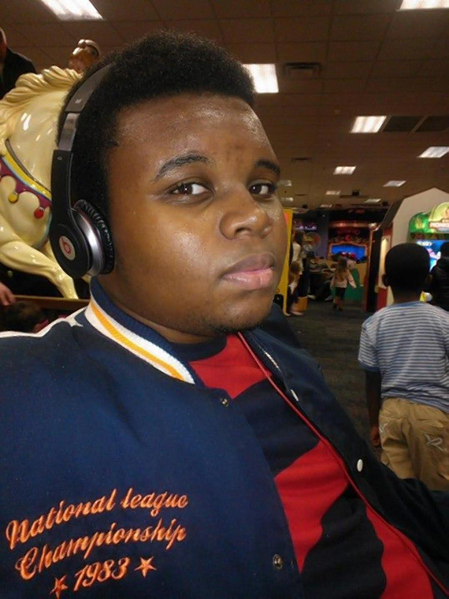 #MikeBrown, 18, was shot 6 times by police in Ferguson, Missouri on August 9, 2014. https://t.co/n6BCIJYxrE https://t.co/UZbKtD2kpZ