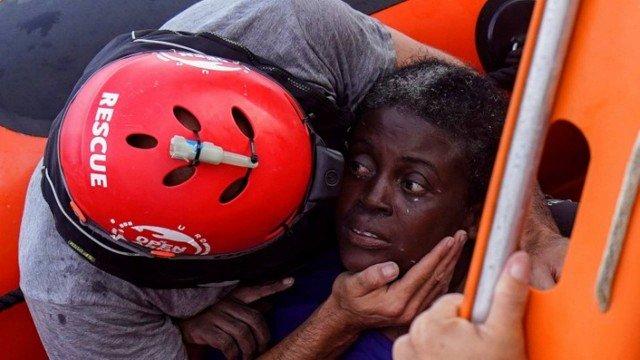 Mulher é encontrada viva no Mediterrâneo após naufrágio de 48 horas no mar. https://t.co/nEDtox5YEl
