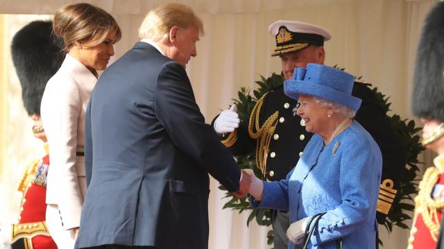 Queen Elizabeth wore brooch from Obamas on the day Trump arrived in the UK https://t.co/hf3omLZ5Pa