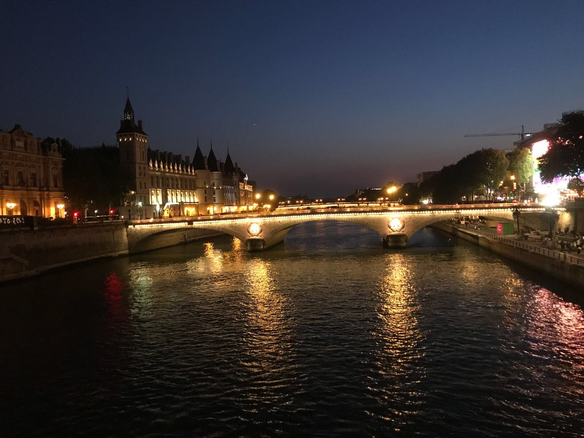 10 giorni Sono trascorsi i primi 10 giorni da quando sono a Parigi. Per leggere la continuazione 👉🏻 buffon.playerxp.it/download