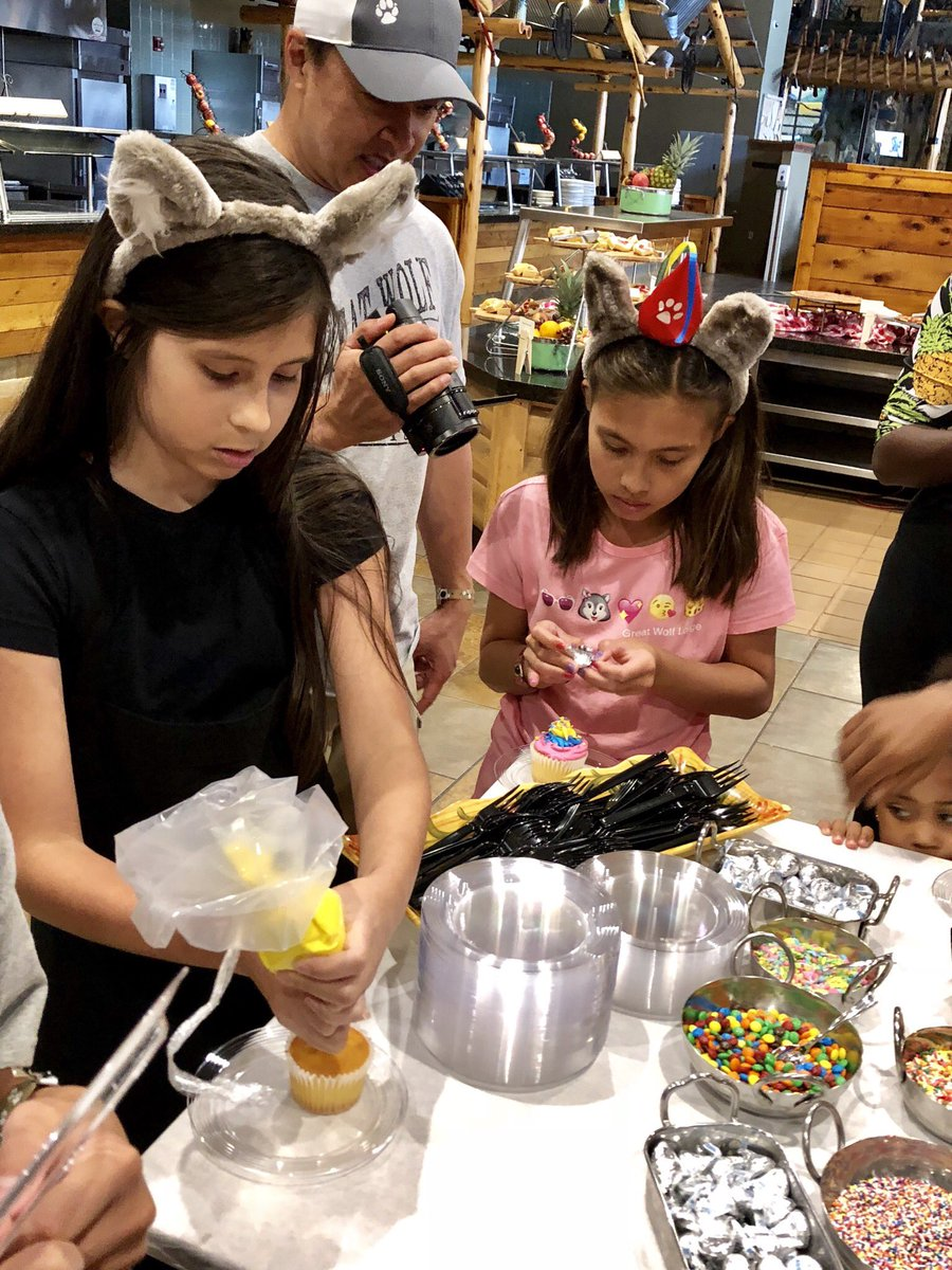 Decorating cupcakes with youtube sensation #JillianTube at @GreatWolfLodge. #GreatWolfLodge #ad
