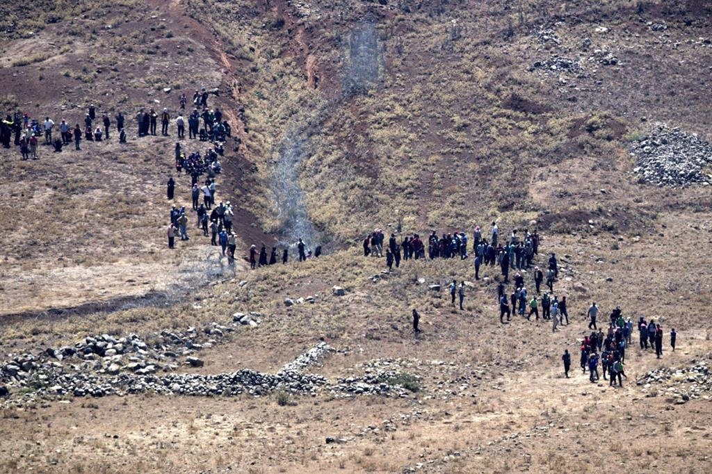 In #Siria la tragedia continua, #profughi in fuga sulle alture del #Golan Guarda le foto https://t.co/NNDvWqorP7