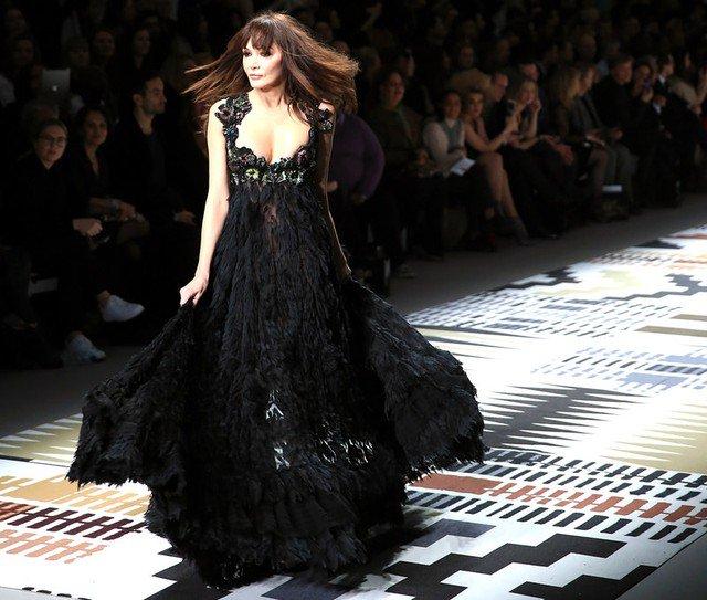 Ex-modelo Annabelle Neilson, musa de Alexander McQueen, morre aos 49 anos https://t.co/hUxw9qoJEJ #G1