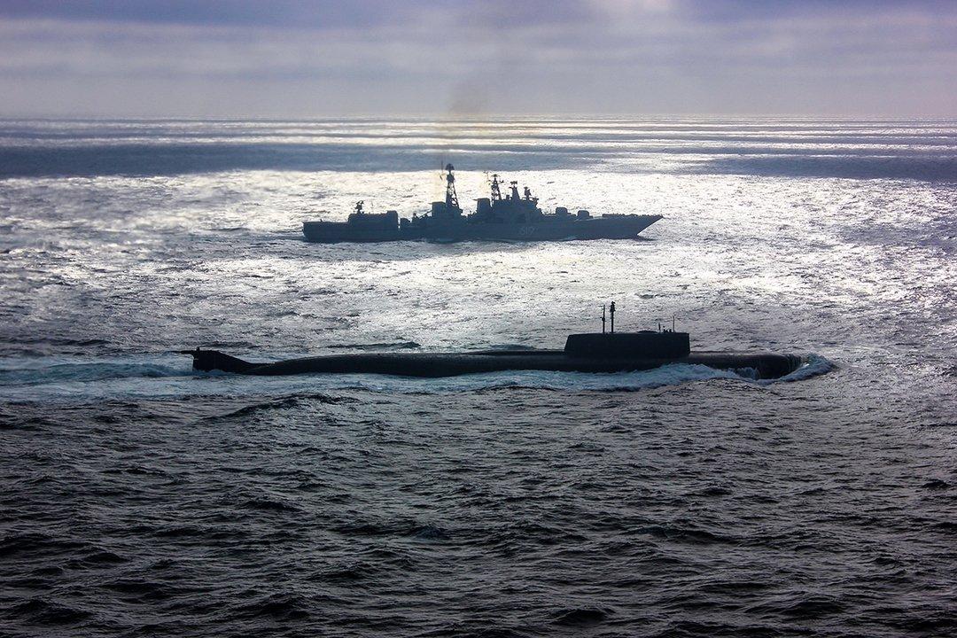 Атомная подводная лодка Северного флота «Орел» и БПК «Североморск» на переходе из Североморска в Кронштадт для участия в Главном военно-морском параде  #Минобороны #ВМФ #СеверныйФлот #ПодводныеЛодки #Корабли #ГВМП