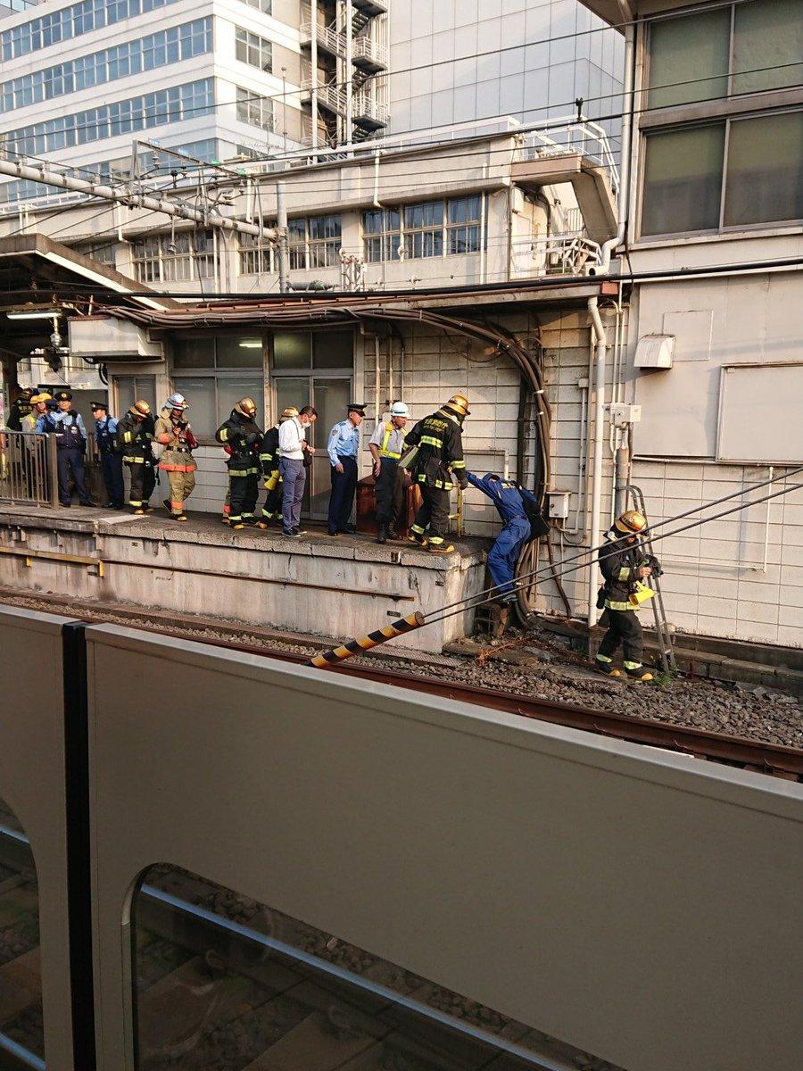 田町駅の線路内で発煙トラブルがあった現場の画像