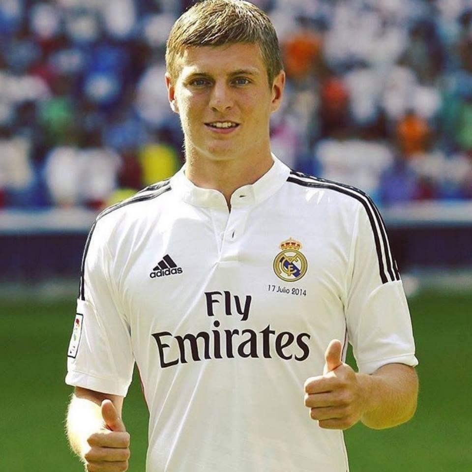 Se cumplen 4 años del día que Toni Kroos fue presentado oficialmente como jugador del Real Madrid. Una de las mejores decisiones que ha tomado el club blanco en TODA su historia. Compraron a un campeón del mundo por 25 millones de euros. MOTOR ALEMÁN.