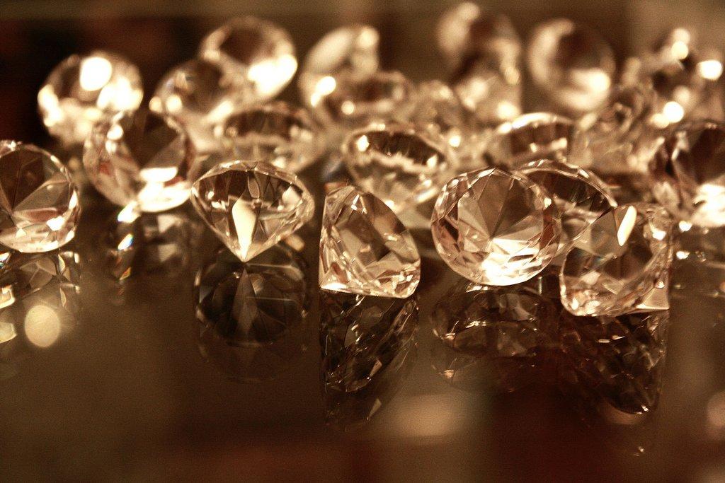 картинка бриллианты в движении представлен разнообразный