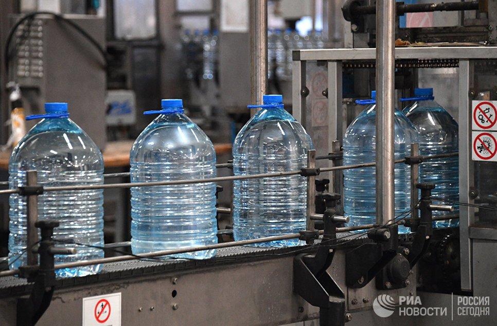 В Госдуме хотят обязать торговые точки продавать воду по 15 рублей за бутылку  https://t.co/UJboPw9gP6