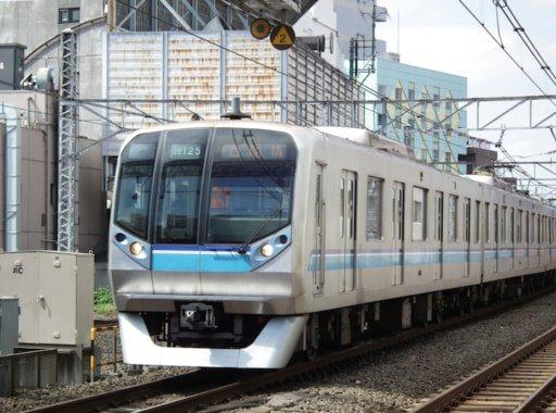 【国交省発表】首都圏の電車混雑率、ワーストは東西線の199% https://t.co/wnVJ9HaRoc  総武線が197%、横須賀線が196%と続いた。複々線化を行った小田急小田原線は151%で、前年度の192%から大幅に改善。