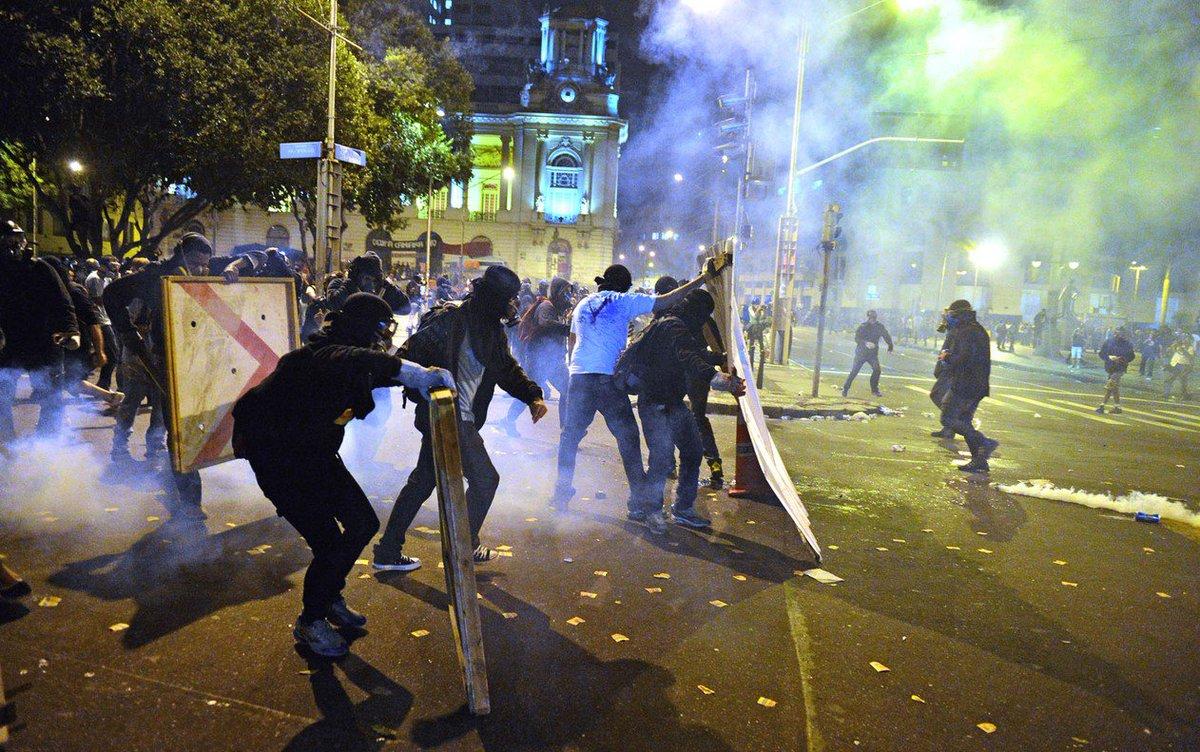 Justiça do RJ condena 23 ativistas envolvidos em protestos de 2013 e 2014 https://t.co/cPi8XFNtuF #G1